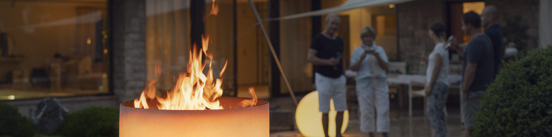 QFlame Feuerschale bei Nacht